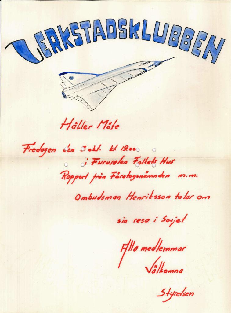 Gulnad affisch från 1950-60-talet med ett flygplan längst upp. Affischen informerar bland annat om att Verkstadsklubben kommer hålla möte fredagen den 3 oktober i Furusalen i Folkets Hus, då kommer ombudsman Henriksson tala om sin resa i Sovjet.