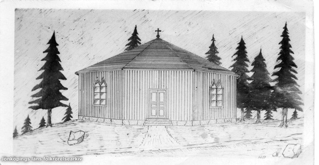 Teckning av sexkantigt hus med träfasad och ett kors på taket.