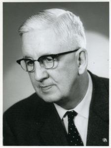 Porträttfoto av man i 70-årsåldern.