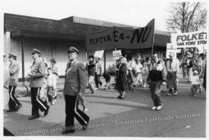 Demonstrationståg. Längst fram uniformerade män med blåsinstrument.