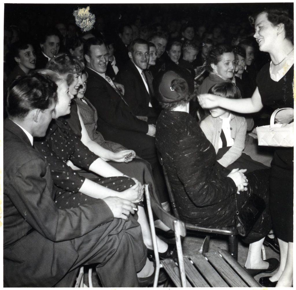 Foto över sittande publik.